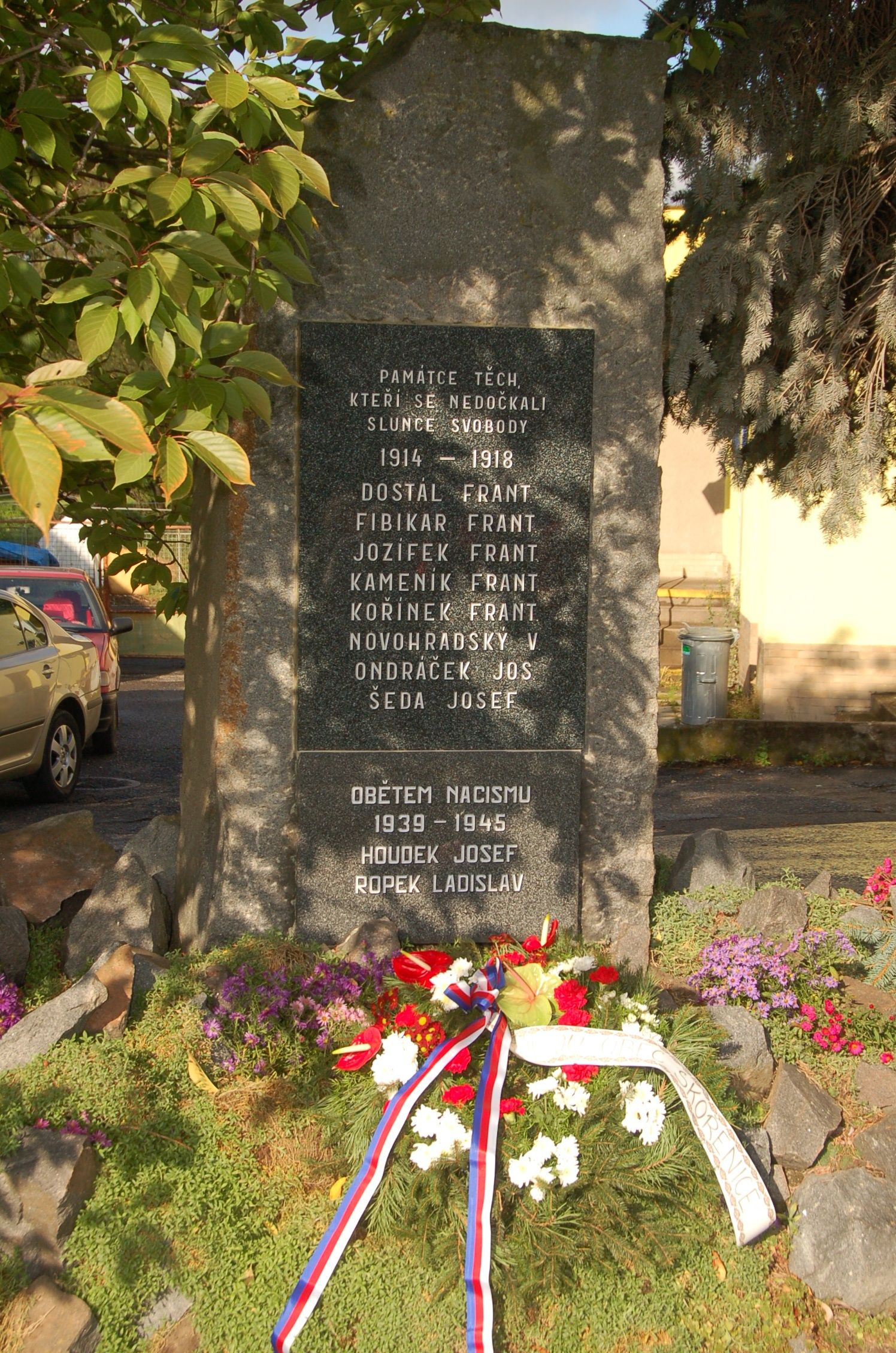 Posvěcení pomníku, říjen 2012